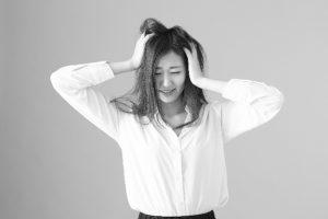 偏頭痛で肩こりを伴う原因と4つの対処法