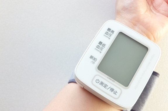 血圧を測る人