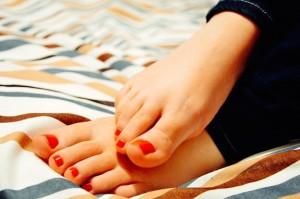 足の小指をぶつけた時の腫れの治し方