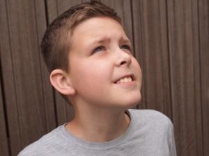 耳がポコポコと音を立てる原因と対処法