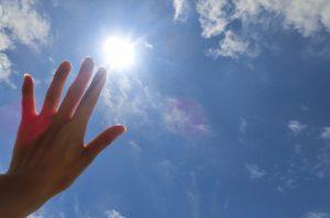 ばね指は放置しても治る?自然治癒の可能性とリスク