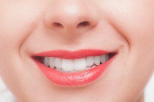 口の中が痛いのは何かの病気?上下で違いはあるの?