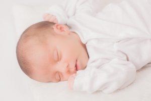 赤ちゃん(幼児)の耳垂れの原因と治療法