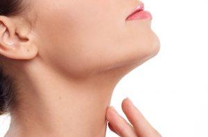 唾液が飲み込めないときに考えられる3種類の原因