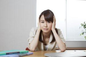 耳垂れが臭い時の原因と対処法