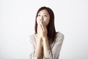 乾いた咳が続くときに考えられる原因や病気と対処法